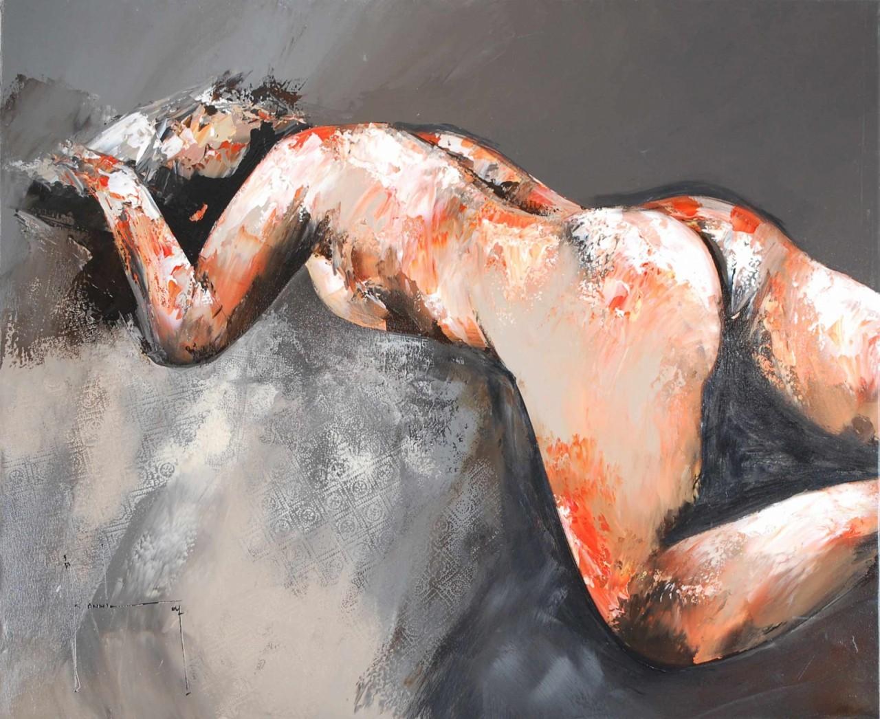 femme nue sur le ventre