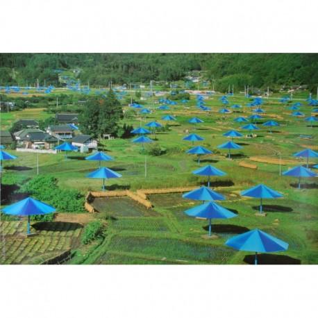 CHRISTO parasoleil bleus campagne