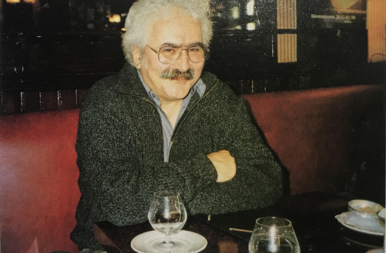 Gérard Gouvrant dans un café